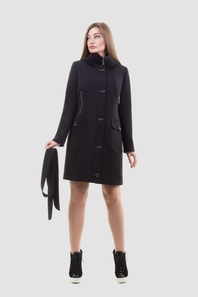 elegancki płaszcz damski z kapturem ze sporotwymi kieszeniami