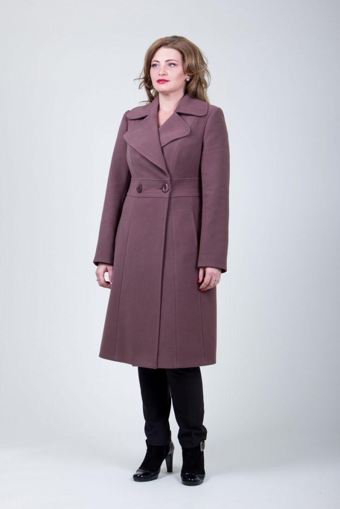długi płaszcz damski odcinany w pasie