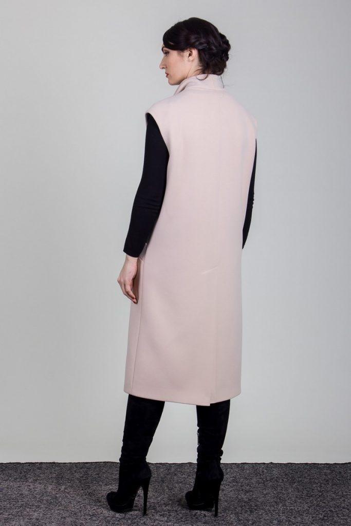 długi płaszcz damski bez rękawów