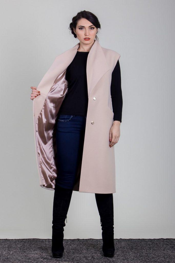 płaszcz beżowy bez rękawów długi