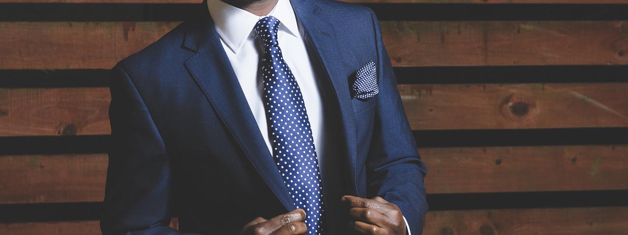 Męskie garnitury - podstawowe zasady savoir-vivre'u