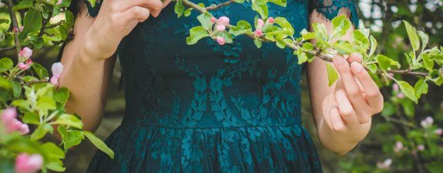 Czy koronkowe sukienki wciąż są modne?